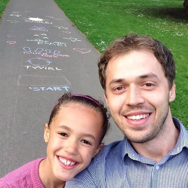 Pai E Filha Realizam 39 Boas Ações Para Comemorar Seus Aniversários
