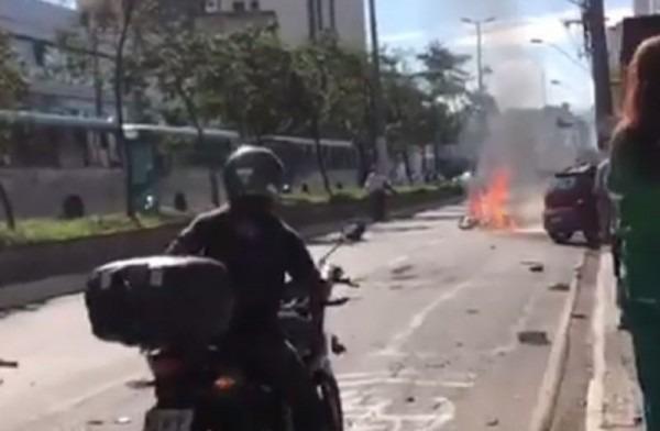 Moto Pega Fogo Em Acidente Na Avenida Rio Branco Em Jf; VÍdeo