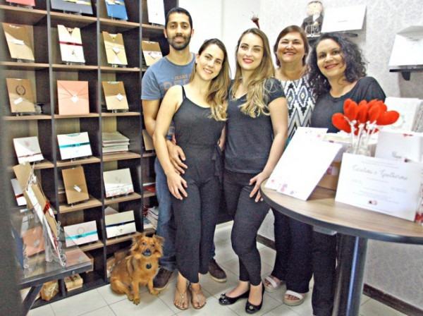 Ateliê Da Lola, Em Bh, Entrega Convites Personalizados Com Nove
